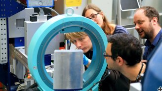 Hands-on training at the Swiss Spallation Neutron Source